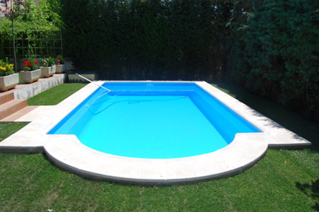 Una piscina en el jard n for Piscina hinchable jardin